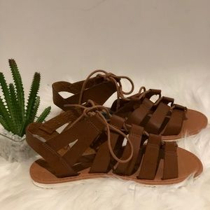 Daisy Fuentes brown sandals